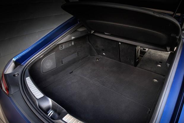 Porta-malas do AMG GT 4 portas leva bons 456 litros (Foto: Divulgação)