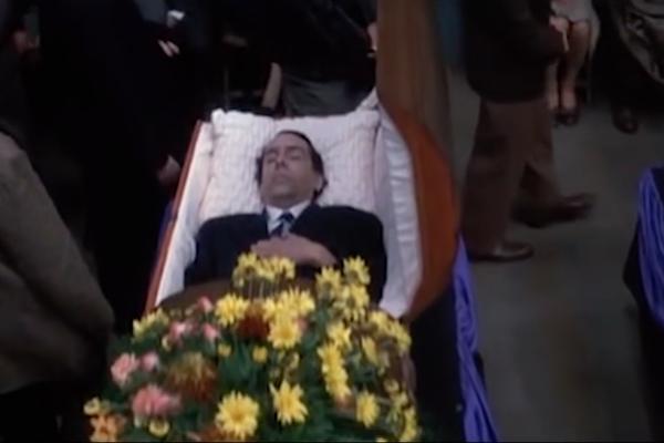 Tim Burton em 'Hoffa - Um Homem, Uma Lenda' (1993) (Foto: Reprodução)