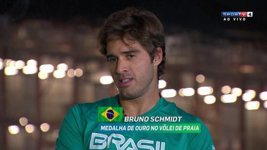 Bruno Schmidt e Alison lembram dificuldades na carreira e durante torneio do vôlei de praia