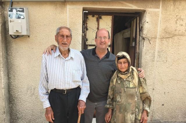 Marcos Uchôa com sírios (Foto: Divulgação)