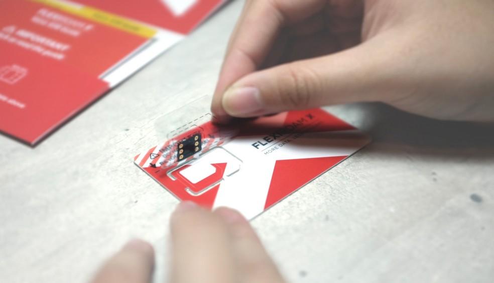 Chip adesivo Flexiroam X oferece internet no mundo todo (Foto: Divulgação/Flexiroam)