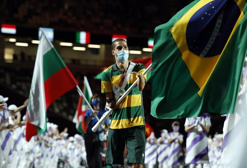 Daniel Dias na cerimônia de encerramento das Olimpíadas de Tóquio — Foto: REUTERS/Issei Kato