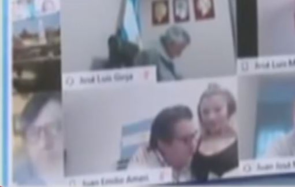 Deputado argentino troca carícias com mulher diante das câmeras — Foto: Reprodução/TN