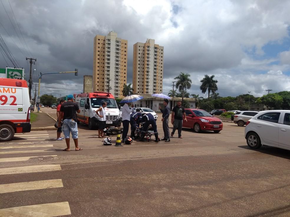 -  Acidente foi entre uma motocicleta e uma camionete em Porto Velho  Foto: Hosana Morais/G1