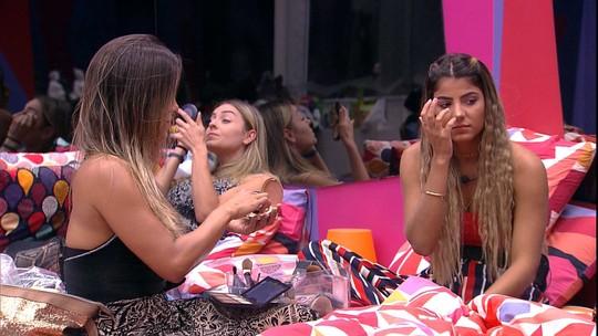 Paula faz proposta para Carolina: 'Se eu sair, você dorme na minha cama'