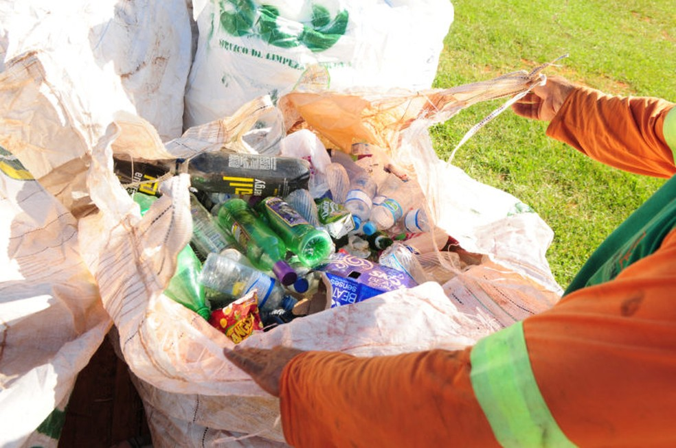 Resultado de imagem para lixos nas ruas carnaval rio de janeiro 2019