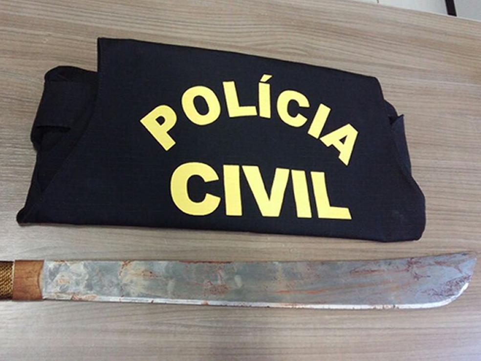 Marido usou facão para decepar as mãos da mulher, segundo a polícia — Foto: Polícia Civil/Divulgação