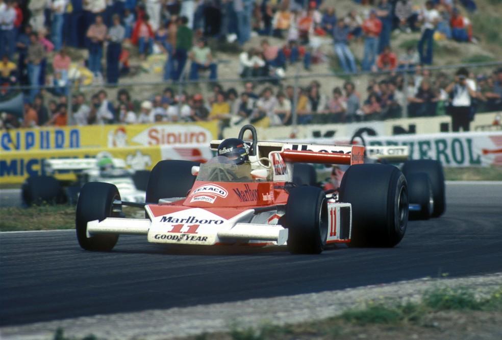 James Hunt guiou McLaren M23 no GP da Holanda de 1976 — Foto: Getty Images