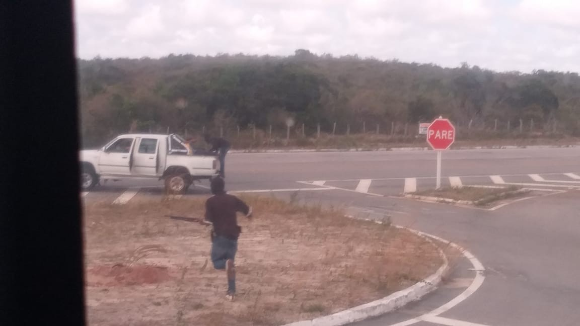 Bandidos fazem arrastão em ônibus com turistas no litoral do RN; fotos mostram assaltantes fugindo - Notícias - Plantão Diário