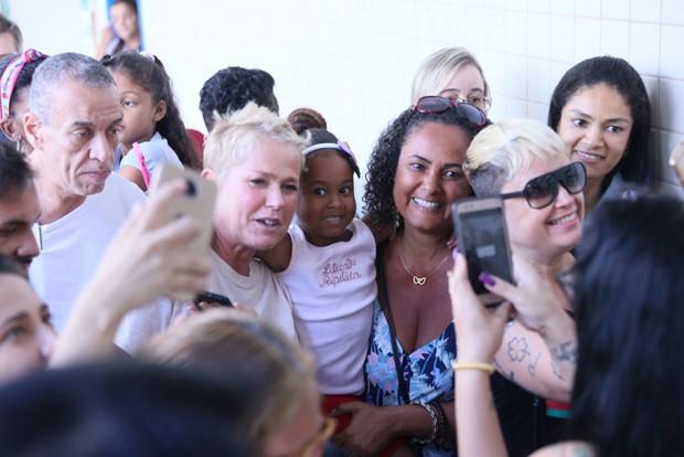 Xuxa indo votar no Rio de Janeiro (Foto: Anderson Borde/Agnews)