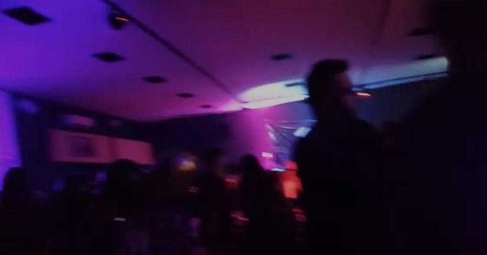 Festa clandestina reuniu pessoas em bar na capital paulista — Foto: Divulgação/Governo de São Paulo