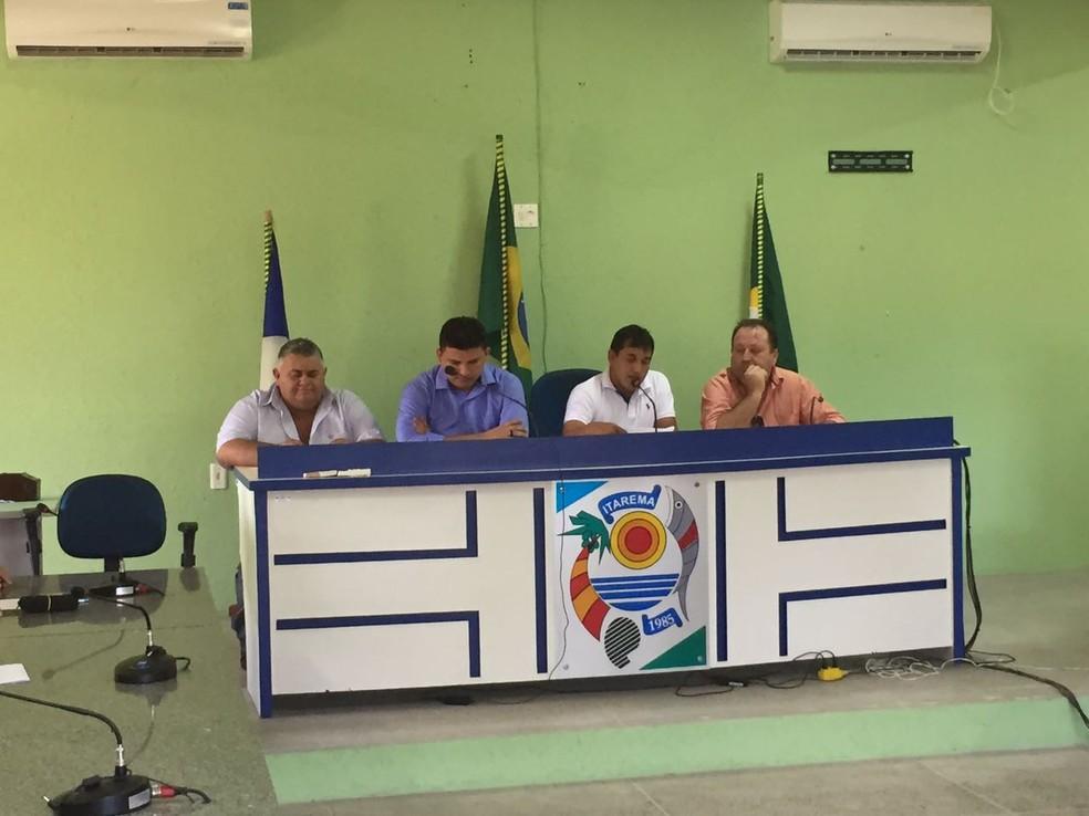 Vereadores elegem nova mesa diretora da Câmara Municipal de Itarema, no ceará (Foto: Mateus Ferreira/TVM)