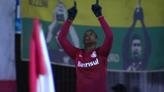 """""""Wellington Kroos"""" cresce no Vasco e abraça status de xodó de Zé Ricardo"""