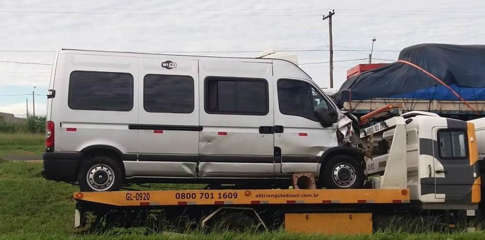 Motorista de van fica ferido após acidente na SP-310 em São Carlos — Foto: ACidadeON/São Carlos