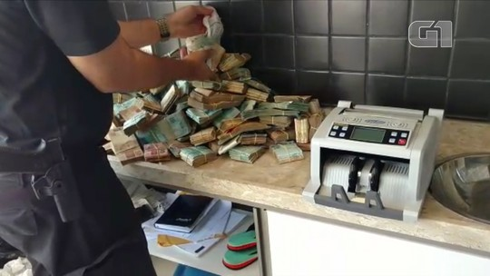 PF encontra R$ 663 mil durante operação que investiga desvios na compra de livros e fardas de estudantes no RN; veja vídeo