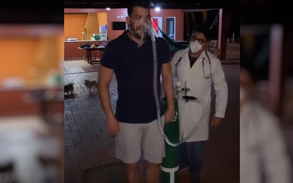Após deixar hospital, Cauan faz exercícios de fisioterapia para se recuperar das sequelas do coronavírus — Foto: Instagram/Reprodução