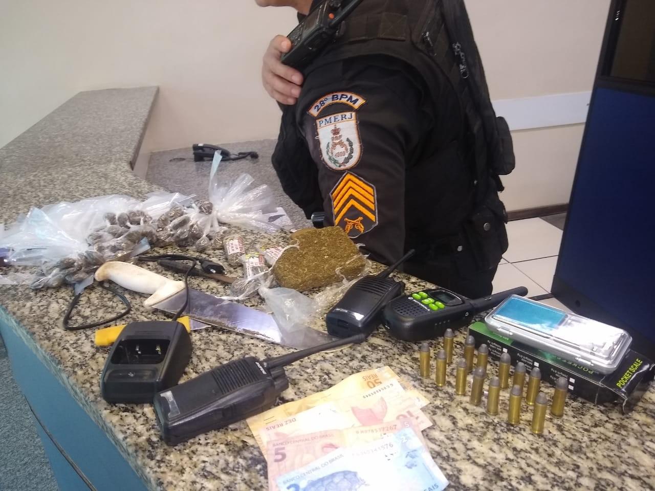 Suspeito é preso por tráfico após ser flagrado vendendo drogas em Barra Mansa - Notícias - Plantão Diário