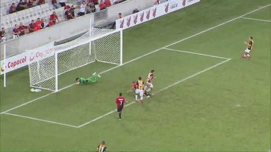 Athletico muda meio time, mostra evolução e vence o Guaraní em novo teste para Libertadores