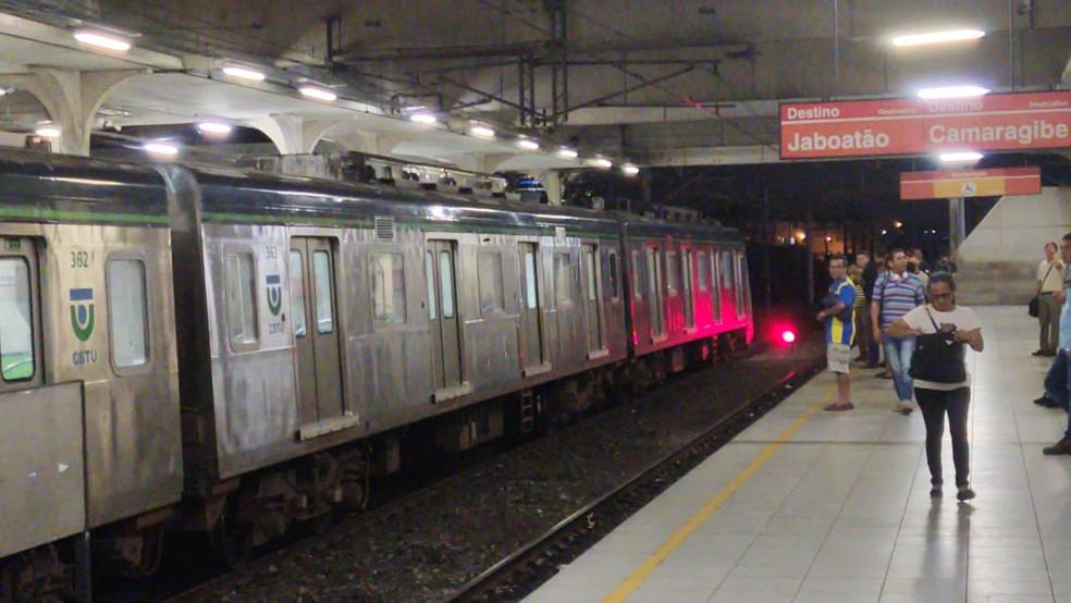 Metrô do Recife foi liberado depois de 14 horas de paralisação — Foto: Oton Veiga/TV Globo