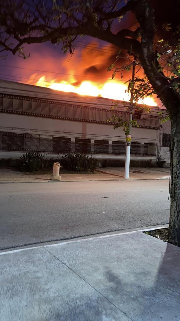 Fogo na Cinemateca começou em manutenção de ar-condicionado feita por empresa contratada pelo governo federal, dizem bombeiros