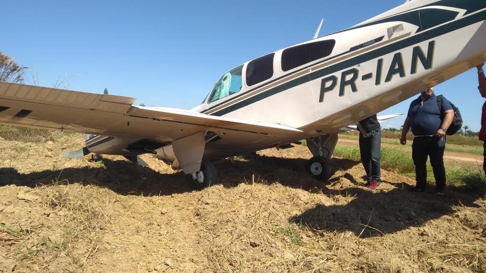 Segundo a PM, três pessoas estavam na aeronave — Foto: Polícia Militar/Divulgação