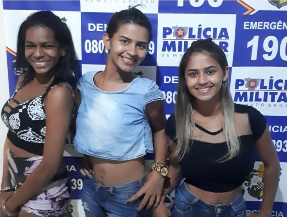 Irmãs gêmeas e amiga foram presas suspeitas de tráfico de drogas (Foto: Divulgação)