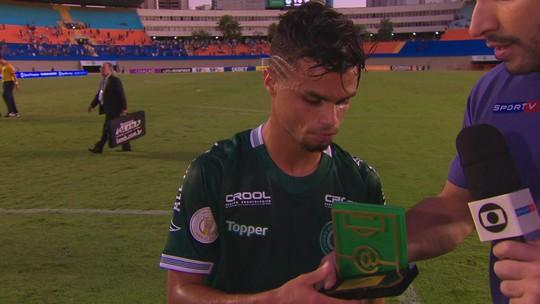 """Eleito craque do jogo, Michael, do Goiás, cita Sidão e pede: """"Mais amor no coração e menos ódio"""""""