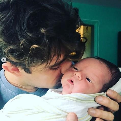Rafael Cardoso com o Filho (Foto: Reprodução Instagram)