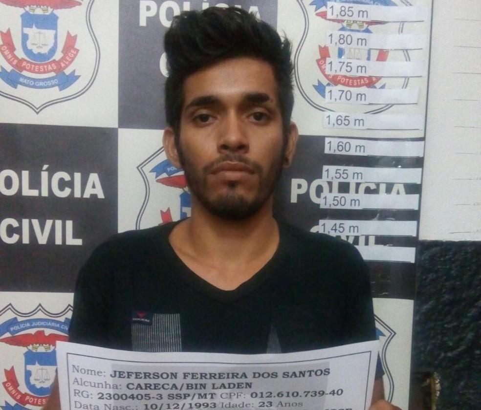 Jeferson Ferreira dos Santos, de 23 anos, é apontado como líder de facção criminosa (Foto: Polícia Civil-MT/ Divulgação)