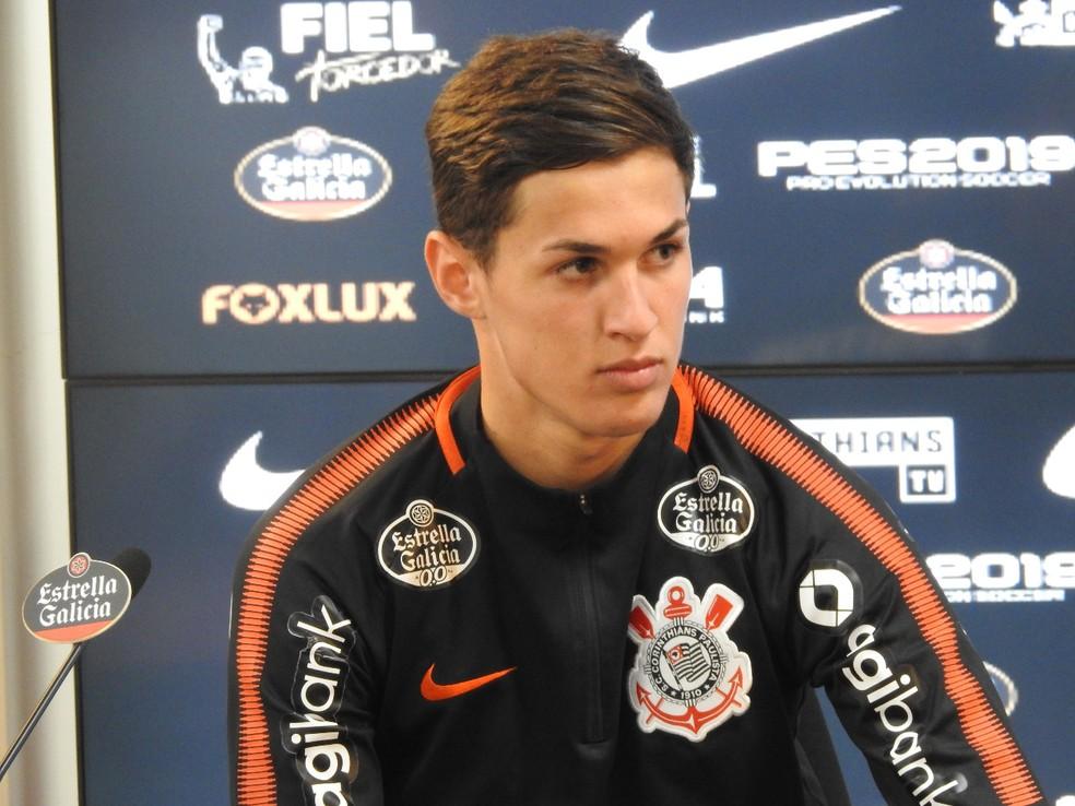 Mateus Vital em entrevista coletiva no Corinthians — Foto: Marcelo Braga