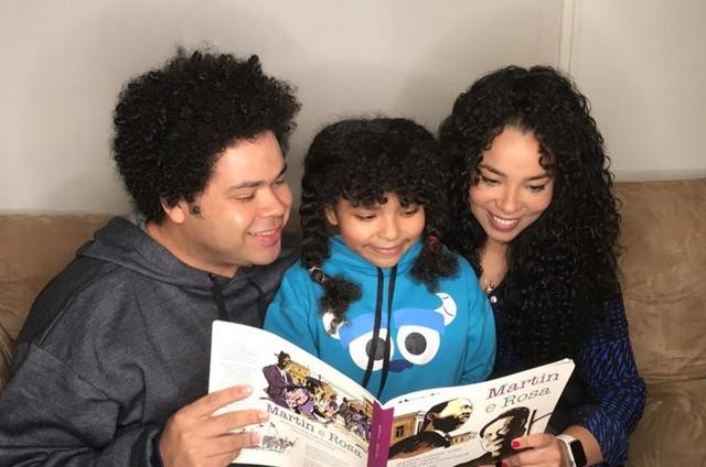 Robson Nunes e Micheli Machado com a filha (Foto: Arquivo pessoal)