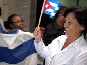 Médicos cubanos desembarcam em Salvador para atuar em 22 cidades (Foto: Imagem/ TV Bahia)