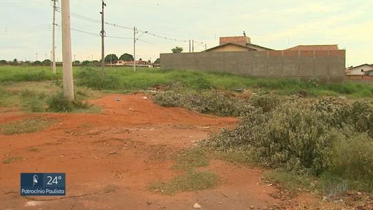 Obras que somam R$ 241,4 milhões estão paradas em 5 cidades da região, aponta TCE