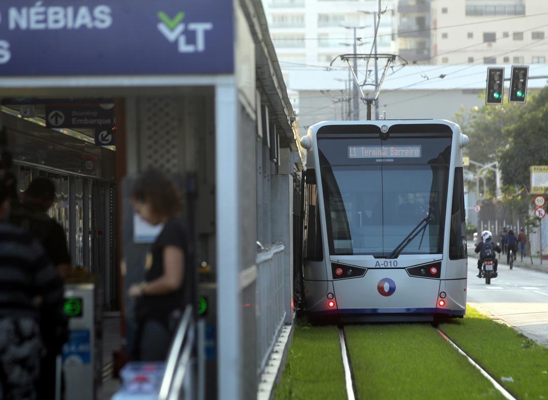 Trecho entre rua e avenidas de Santos será interditado para obras do VLT