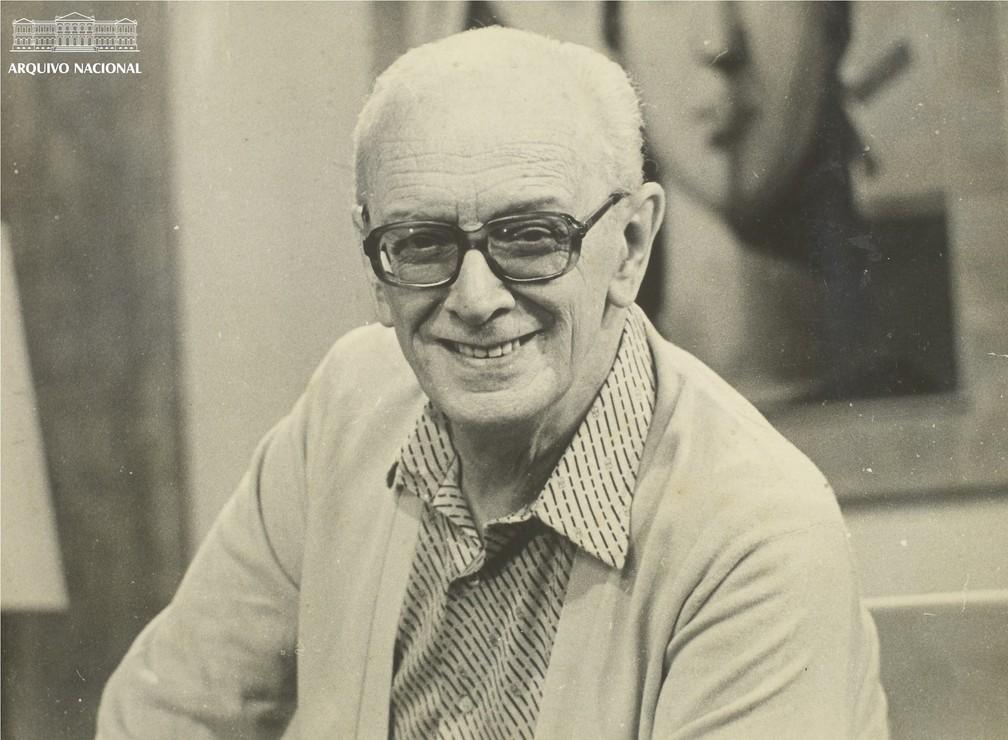 Mário Lago em cena da novela 'Plumas e paetês', de 1980 — Foto: Arquivo Nacional