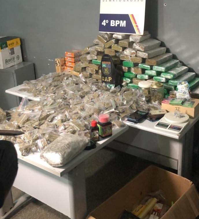 Homens são presos com 100 kg de 'supermaconha' e oferecem R$ 100 mil aos policiais para serem liberados em MT