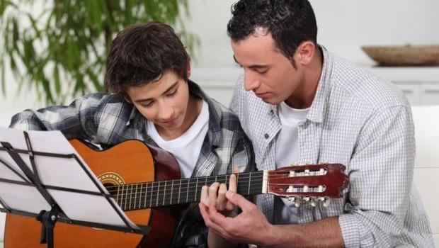 A Bark, seu mais novo negócio, permite que as pessoas encontrem online diversos prestadores de serviços, como professores de violão (Foto: BARK via BBC)