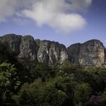 Montanha da Cambota, na Serra do Espinhaço, é o pano de fundo do Canela de Ema. Foto: Flavio Forner (Foto: Montanha da Cambota, na Serra do Espinhaço, é o pano de fundo do Canela de Ema. Foto: Flavio Forner)