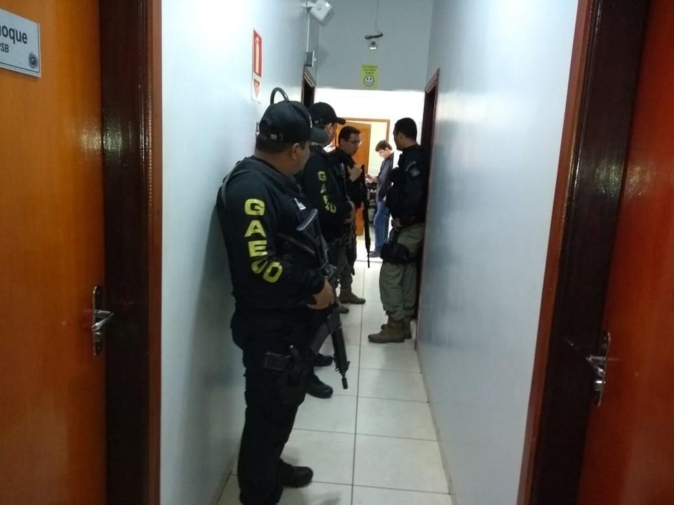 Gaeco e Polícia Civil fazem operação contra venda de CNHs — Foto: Ascom/MPE