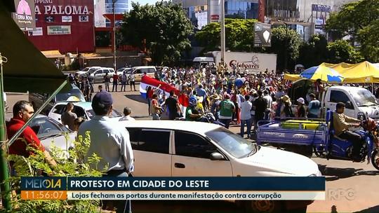 Às vésperas da Black Friday, protesto contra corrupção fecha lojas em Ciudad del Este, no Paraguai