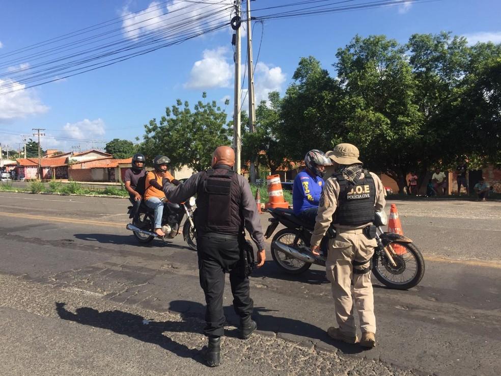 Veículos são fiscalizados durante Operação Natalis — Foto: Divulgação/SSP