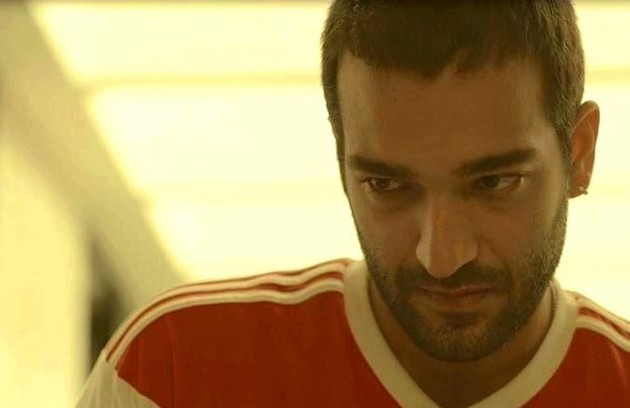 Sandro (Humberto Carrão) será sequestrado pelo próprio amigo Marconi (Douglas Silva), que terá escapado da prisão (Foto: Reprodução)
