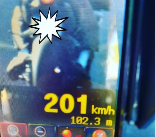 Motociclista é flagrado a 201 km/h em rodovia de SC