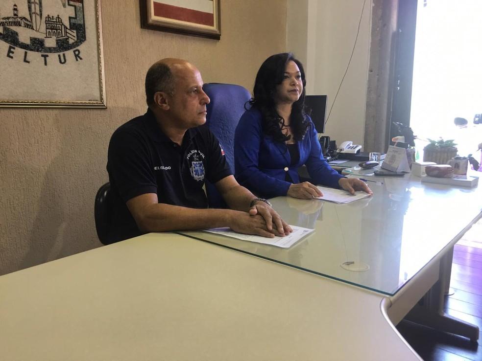 Delegados participaram de coletiva e explicaram como a suspeita aplicava os golpes — Foto: Maiana Belo/G1 Bahia