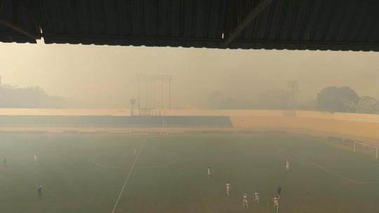 Fumaça de incêndio florestal força paralisação de jogo da última rodada da 1ª fase no Acre