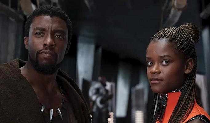 """Atriz que faz irmã de 'Pantera Negra' não quer pensar em filme sem Chadwick Boseman: """"Estranho"""""""