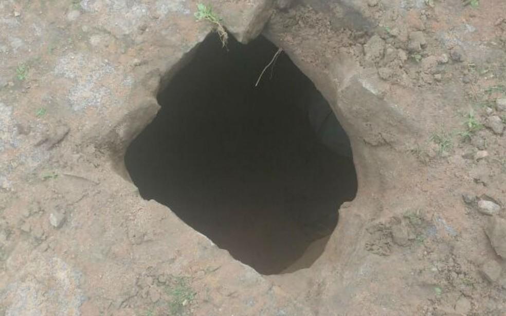 Presos cavaram buraco até a rua para conseguir fugir (Foto: Divulgação/Polícia Civil)