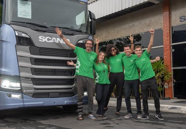 Grupo vencedor do Inovathon da Scania trouxe solução focada em mobilidade para as periferias da capital paulista (Foto: Divulgação)