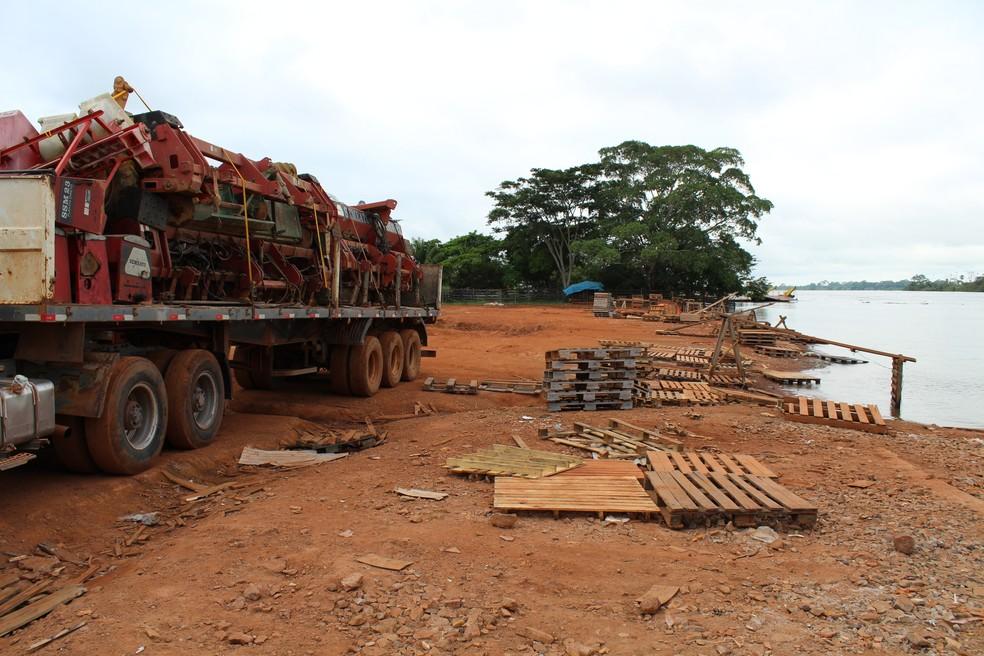 Exportações no Rio Mamoré foram suspensas na manhã desta segunda-feira, 14 (Foto: Júnior Freitas / G1 RO )
