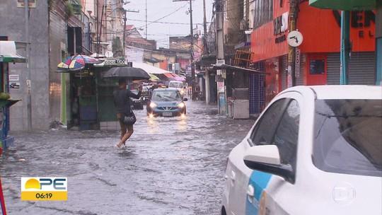 Detran-PE dá prazo para motoristas substituírem placas perdidas em dia de chuva